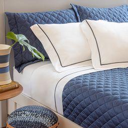 jogo-de-cama-casal-scavone-cetim-300-fios-100-algodao-normandie-azul-ambientada