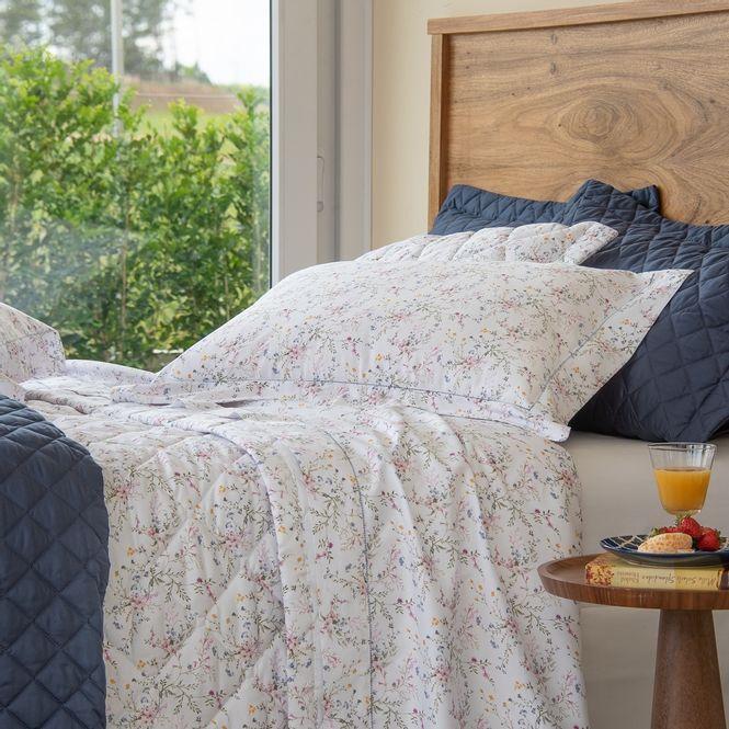 jogo-de-cama-queen-scavone-cetim-300-fios-100-algodao-provencal-ambientada