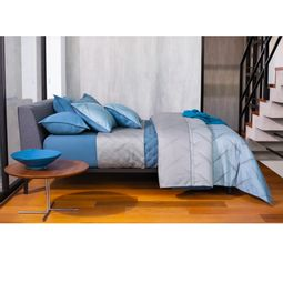 jogo-de-cama-casal-by-the-bed-cetim-300-fios-100-algodao-hudson-ambientada-01.jpg
