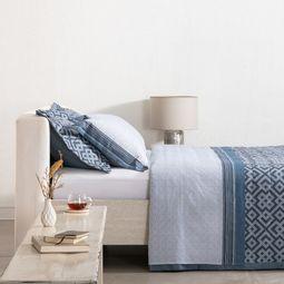 jogo-de-cama-queen-buddemeyer-180-fios-100-algodao-percal-british-azul-ambientada.jpg